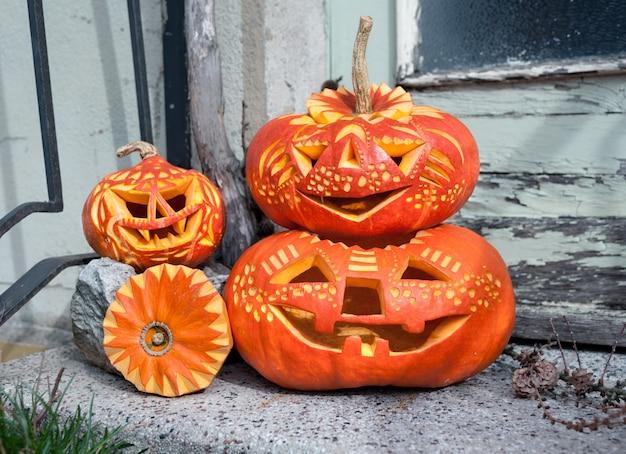 Citrouilles d'halloween sculptées