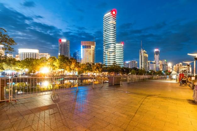 Cityscapec de la ville de nanchang dans la nuit, japon