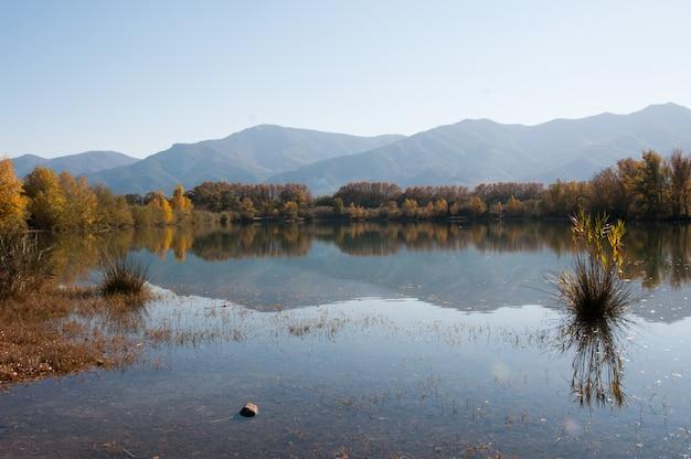 Clair couleurs de montagne pays pyrenees orientales couleurs