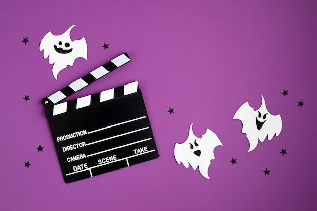 Clap de cinéma et décoration d'halloween