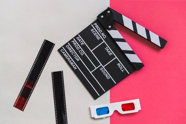 Clapboard près de carton lunettes 3d
