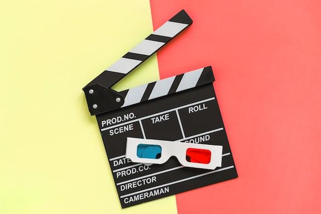 Clapstick près de lunettes 3d