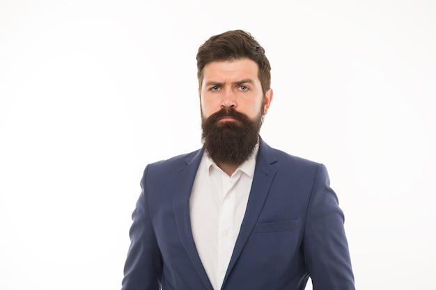 Le classique rend l'homme élégant. homme d'affaires ou homme d'affaires. homme barbu à la mode. homme non rasé avec des cheveux de barbe et de moustache. hipster isolé sur blanc. tenue de bureau formelle. mode et style.