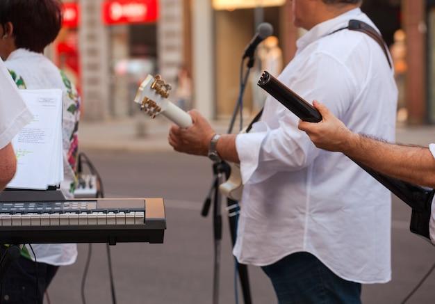 Clavier et guitariste