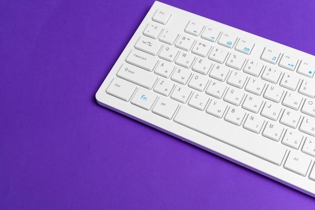 Clavier d'ordinateur blanc