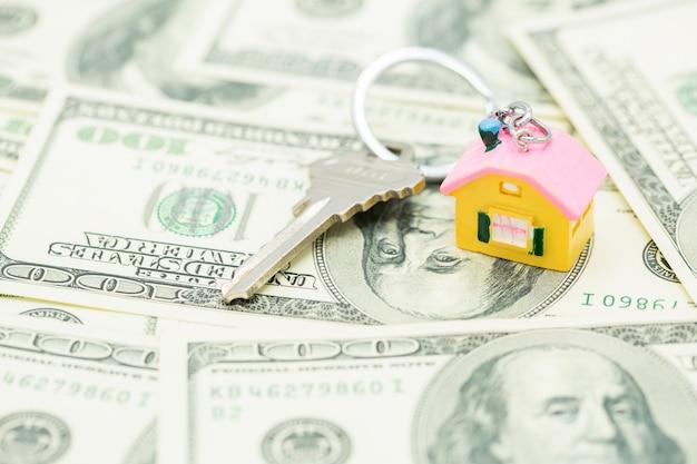 Clé de la maison et dollar