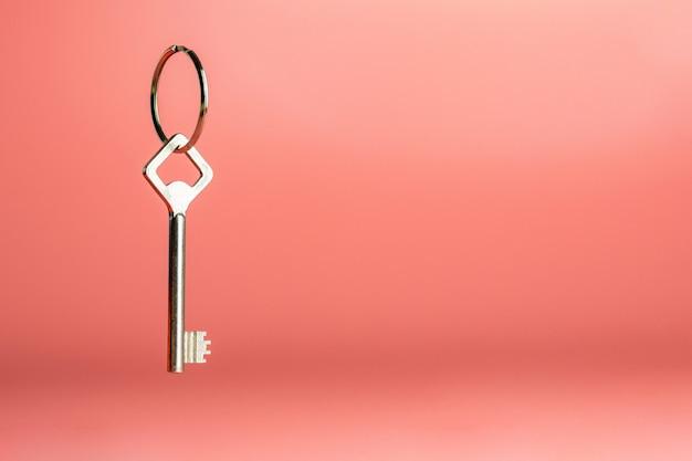 Clé sur le porte-clés, espace de copie, concept de sécurité anti-voleur