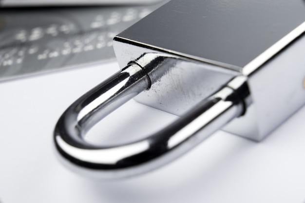 Clé de verrouillage numérique moderne pour concept de sécurité