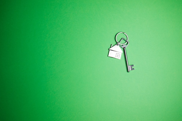 Clé sur vert