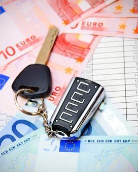 Clé de la voiture et euro