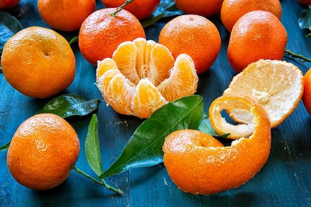 Clémentines à feuilles .fruits