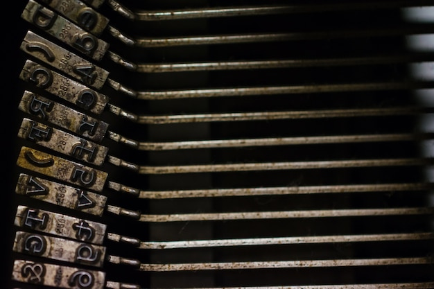 Clés de machine à écrire vintage. roman, journaliste ou concept d'écriture.
