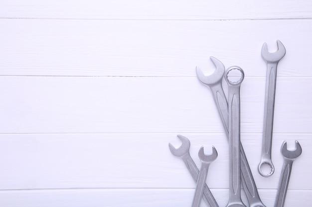 Clés mixtes à réparer en bois blanc