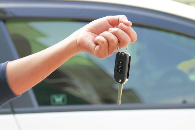 Les clés de la voiture.