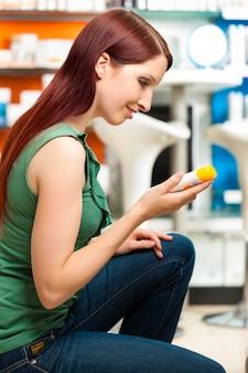 Client dans une pharmacie ou une pharmacie