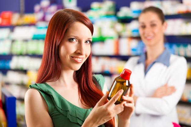 Client dans une pharmacie