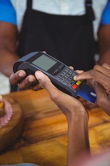 Client payant par carte de crédit