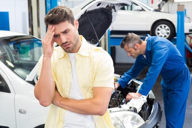 Le client se sent inquiet pour sa voiture