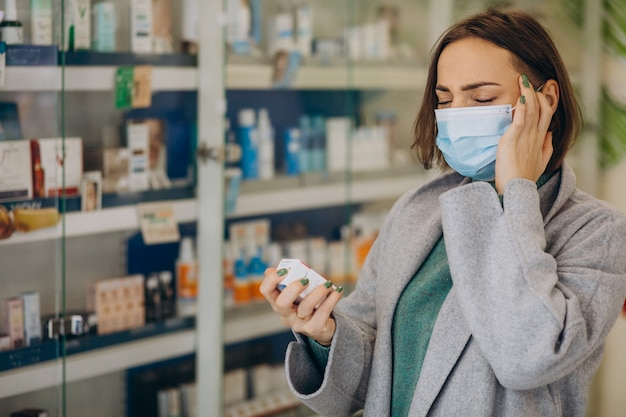 Client womam avec maux de tête à la pharmacie