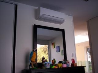 Climatiseur au-dessus du cabinet