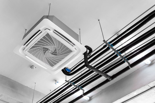 Climatiseur de type cassette monté au plafond