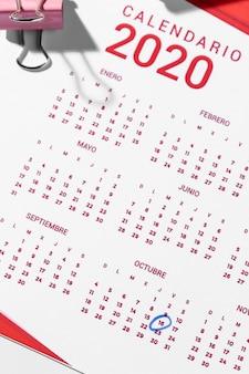 Clip de reliure vue de dessus sur le calendrier