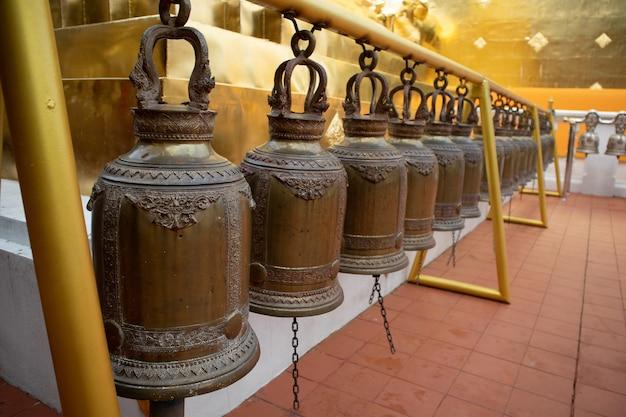 Cloche en laiton dans le temple de thaïlande
