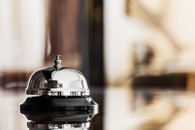 Cloche de service dans un hôtel ou un autre lieu