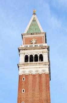 Clocher de la basilique saint-marc à venise, en italie.