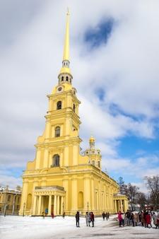 Clocher de la cathédrale pierre et paul, saint-pétersbourg, russie