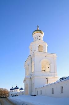 Clocher du prieuré chrétien orthodoxe