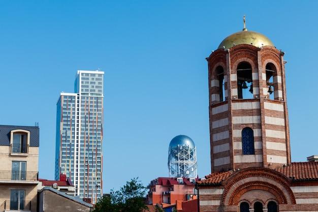 Clocher de l'église orthodoxe saint-nicolas à batoumi, géorgie