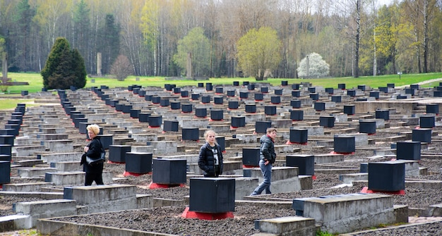 Les cloches de khatyn. le cimetière des villages incendiés.