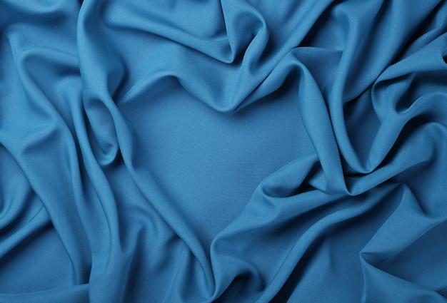 Close up abstract background textile de plis pliés bleus en forme de coeur de tissu