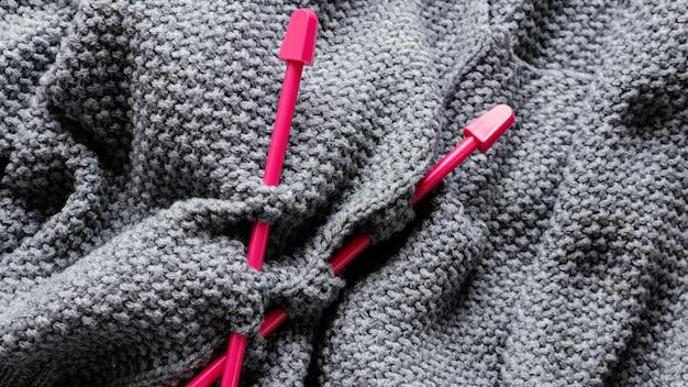 Close Up Aiguilles à Tricoter Et Laine Photo gratuit