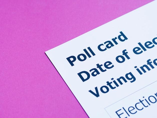 Close-up de carte de vote à angle élevé