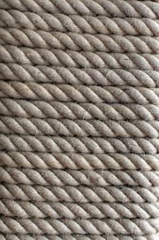 Close up de corde de bateau enroulé tordu