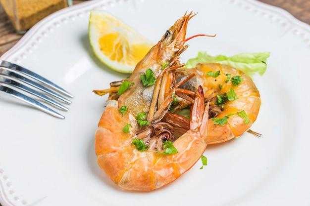 Close-up de crevettes grillées