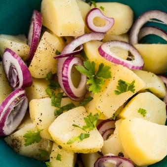 Close-up délicieuse salade de pommes de terre