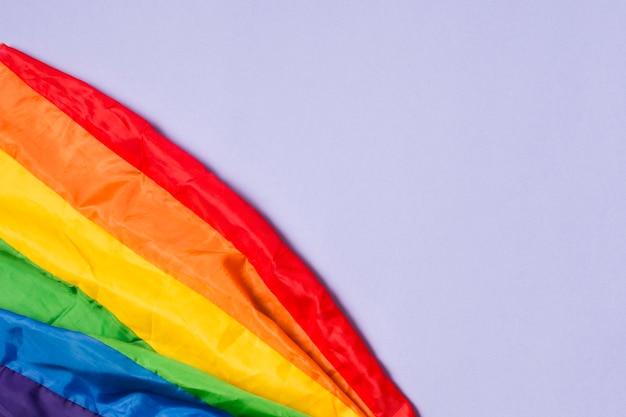 Close-up drapeau de la fierté gay aux couleurs de l'arc-en-ciel