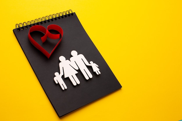Close-up figure de famille avec espace copie