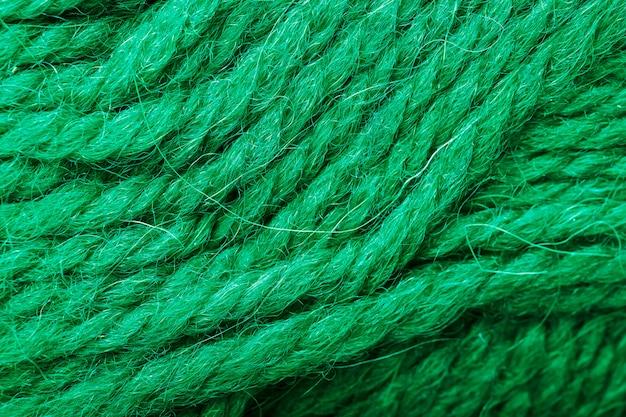 Close-up de fil de laine avec des fils aigue-marine pour la couture
