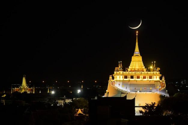 Close up golden mountain à bangkok avec coucher de soleil
