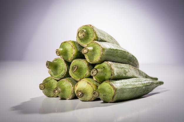 Close-up de gombo vert frais
