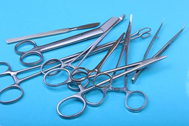 Close up instruments et outils chirurgicaux