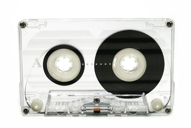 Close up of vintage cassette audio sur fond blanc