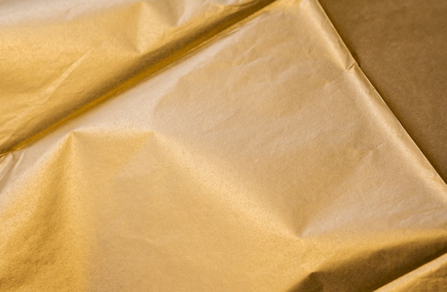 Close-up d'or froissé au carré
