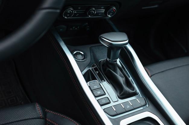 Close-up de poignée de distributeur automatique de transmission automatique