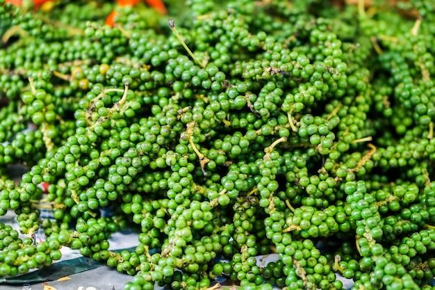 Close-up poivrons verts frais est un ingrédients de légumes épicés pour la cuisson des aliments.