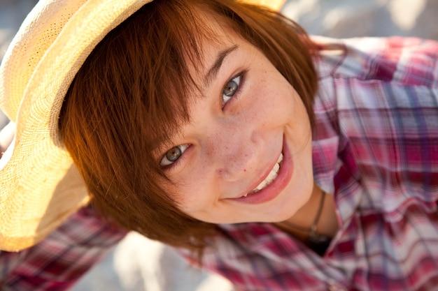 Close-up portrait de belle fille brunet.